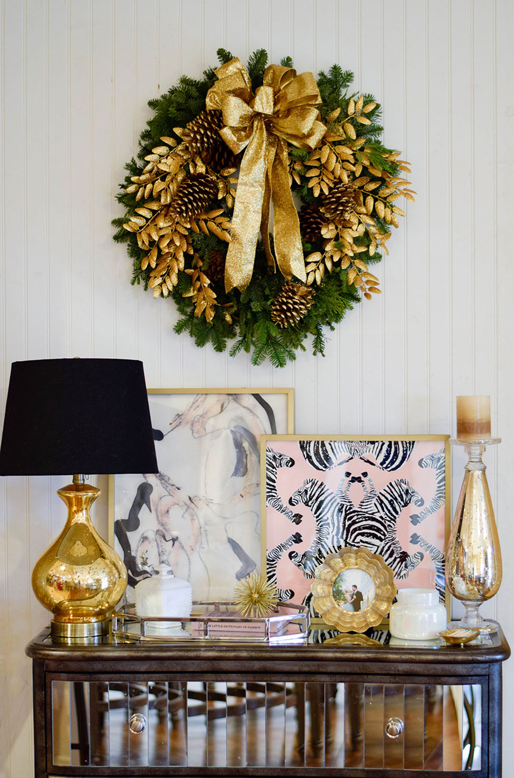 christmas-wreath-credenza-home-decor-idea
