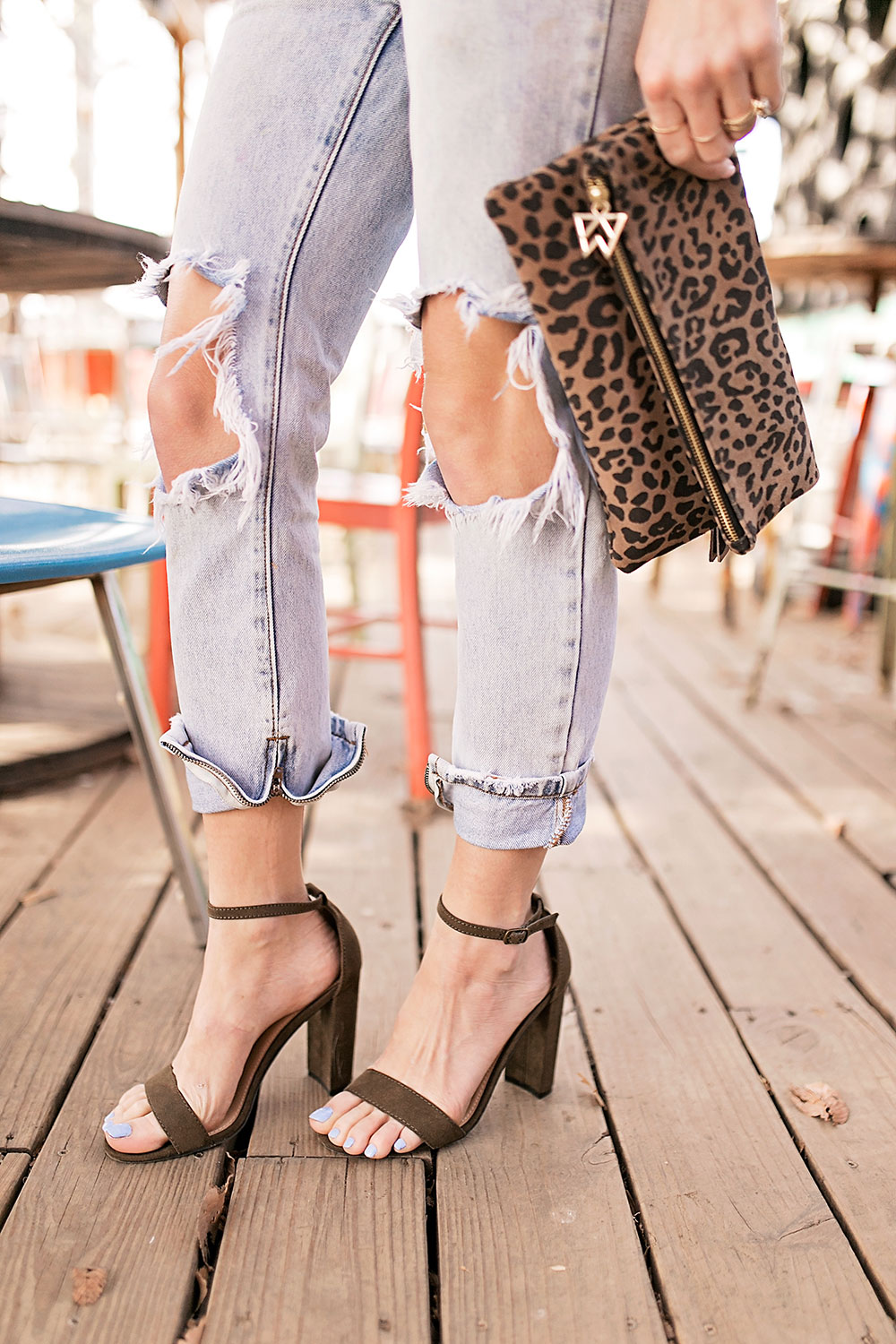 rolled-boyfriend-jeans-and-sandals