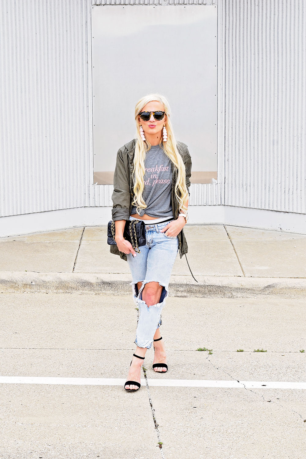ripped-boyfriend-jeans-tee-and-heels-outfit