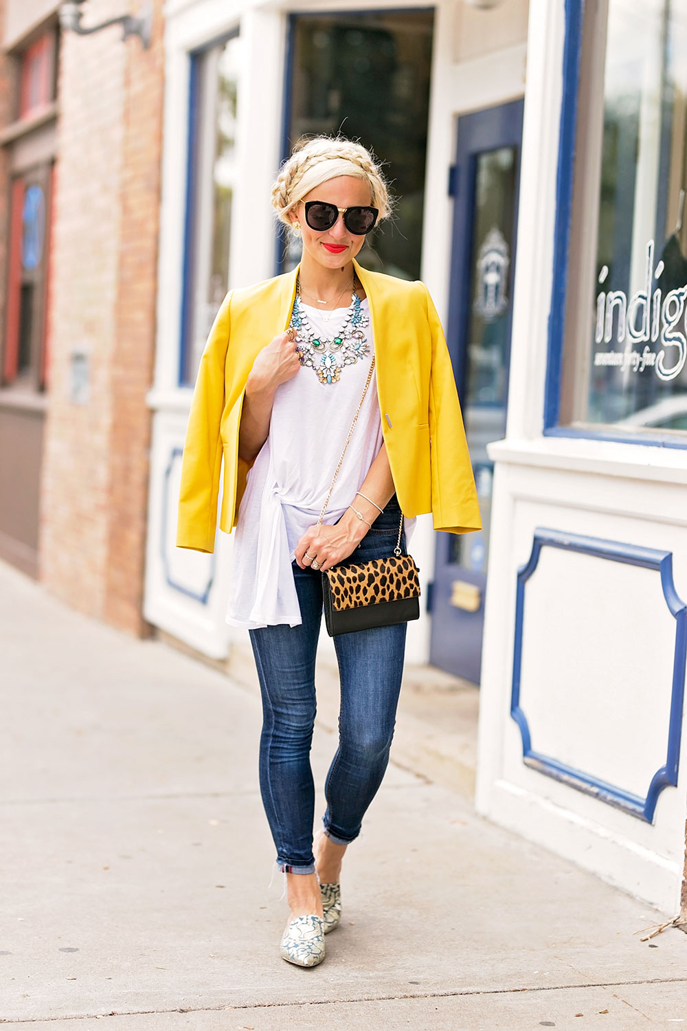 blazer jeans t-shirt outfit