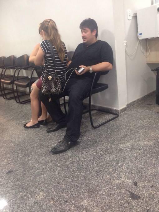 Rodrigo, cunhado do Diretor do Hospital Regional, Dr. Leonardo Sá, aguardando atendimento na UDI hospital na capital do estado.