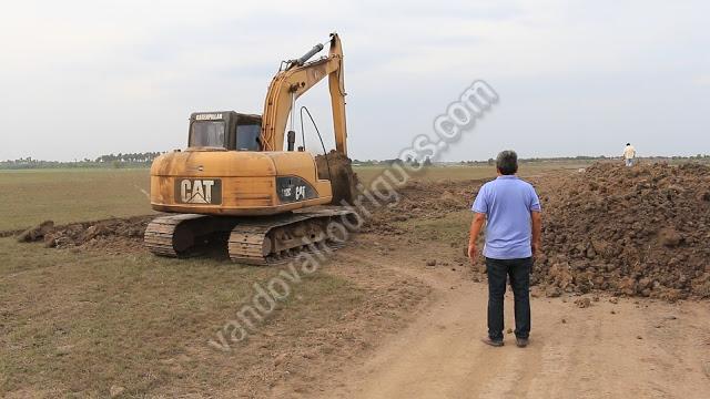 O prefeito Filuca, acompanhada de perto a construção