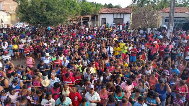 Bloco 'Cajá de Ouro' reúne milhares em Cajapió