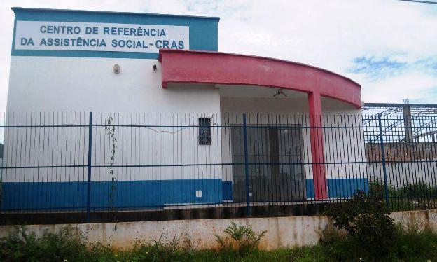 Os prédios do Cras e Creas foram abandonados pelo governo Flávio Dino em Pinheiro.