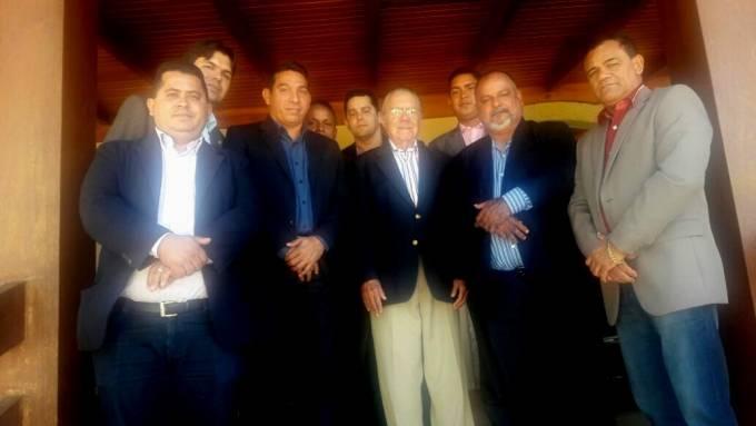 Vereadores de Pinheiro, tiveram um bate papo descontraído na sala da residência do ex-presidente, José Sarney.
