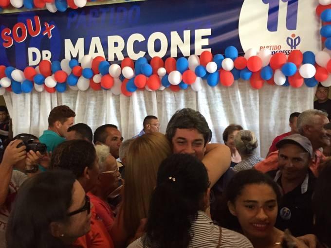 Dr. Marcone nos braços da população