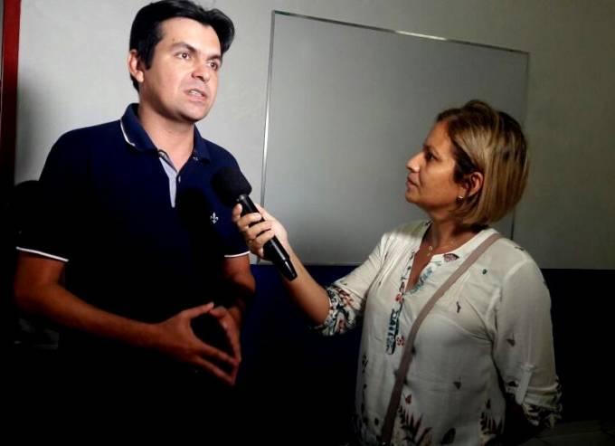 O deputado Federal, Victor Mendes, participou da inauguração de escola, representando o prefeito municipal, Filuca Mendes
