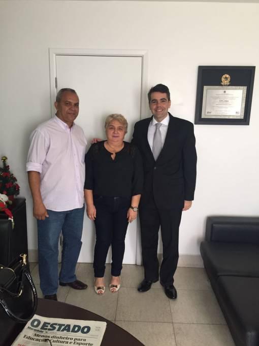 Vereador Cesar Ribeiro, prefeita eleita Margarete Ribeiro ao lado do deputado estadual, Adriano Sarney.