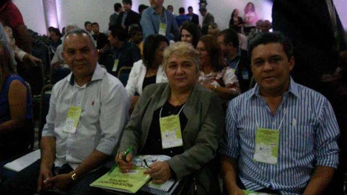 """Vereador Cesar Ribeiro (DEM) pres. da Câmara de Guimarães, prefeita eleita, Margarete Ribeiro (PV) e o vice, Osvaldo Gomes (PDT), no encontro """"Governando Juntos"""" promovido pelo governo do estado."""