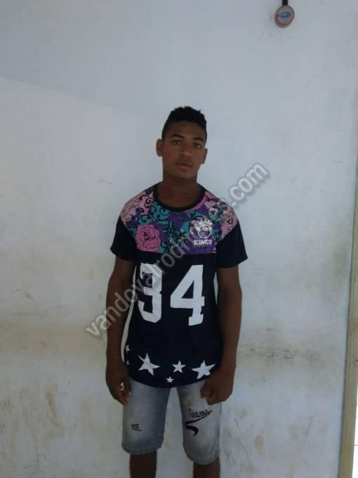 Luís Carlos Carvalho de 18 anos residente no local da ocorrência, exibia uma garruncha.