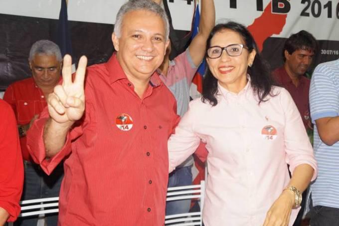 Prefeito eleito de Santa Helena, Zezildo Almeida ao lado da ex-prefeita, Helena Pavão.