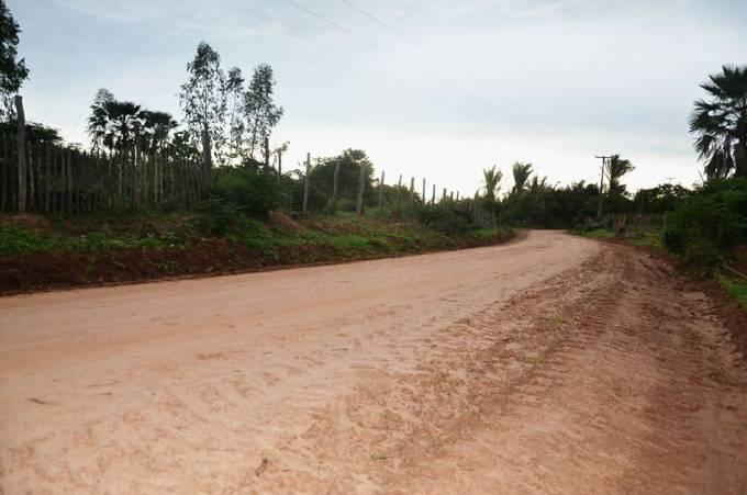 Estrada que liga aos povoados de Manoel Bravo e Fazenda Nova.