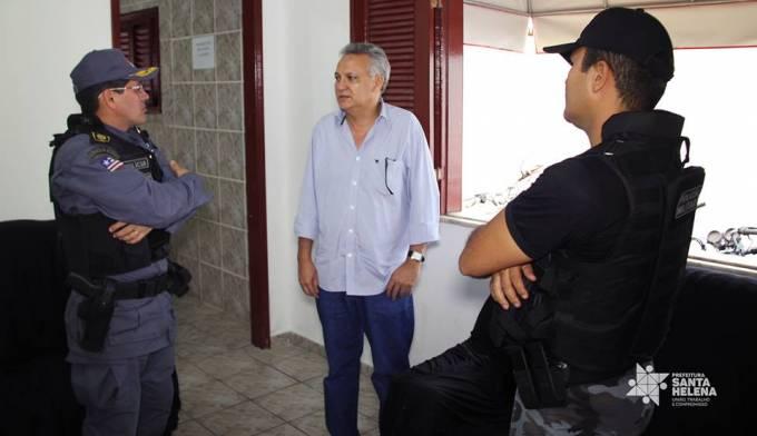 Tem. Cel. Osmar, Comandante do 10º BPM, prefeito, Zezildo Almeida e o Capitão Diego Barros Soares da 2º Companhia de Santa Helena.