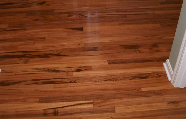 hardwood floor versus laminate
