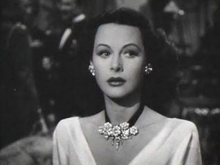 Hedy Lamarr te mira raro por no conocerla