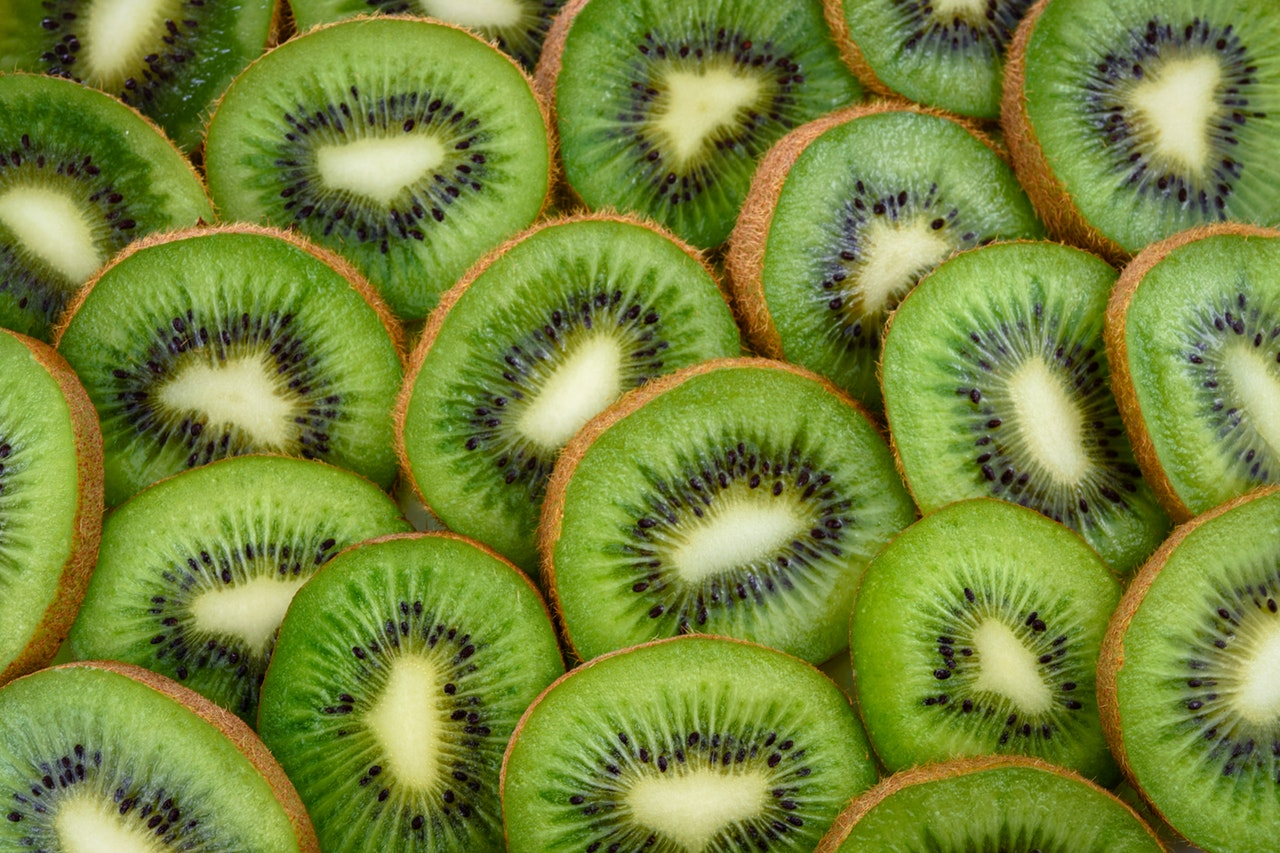 sliced-kiwi-fruits-867349