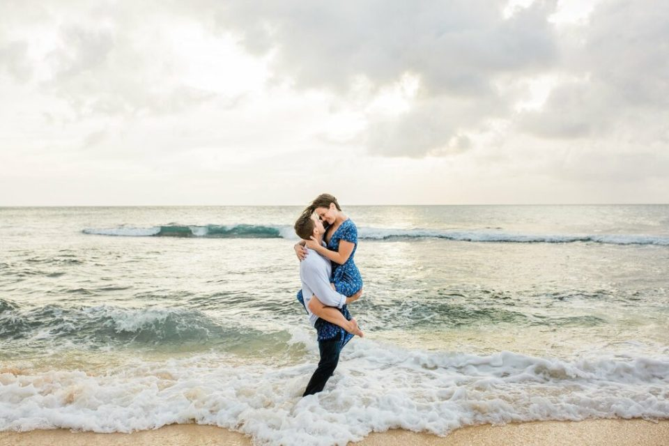 in the water couples sessions hawaii
