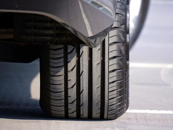 The hidden costs to fleets from online tyre sales shouldn't be ignored, says Venson, including the cost in time before fitting