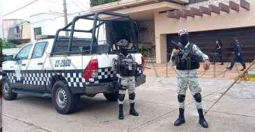 Protesta-frente-a-las-oficinas-del-Consejo-Municipal-del-OPLE(2)