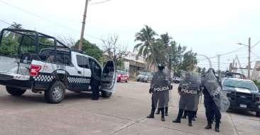 Protesta-frente-a-las-oficinas-del-Consejo-Municipal-del-OPLE(4)