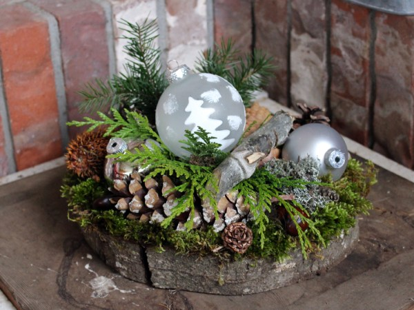Woodland inspired Christmas arrangement