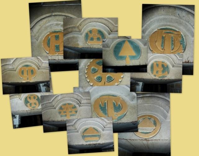 Lettertekens en emblemen in de galerij onder de lichtbeuk van de apsis. Wat is wat?
