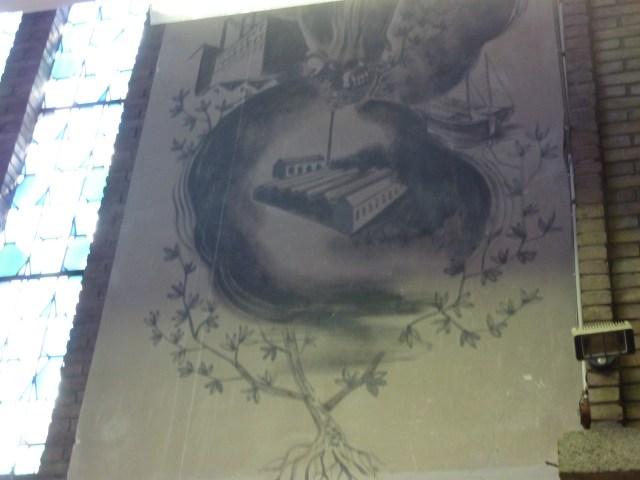 De modern industrie aan de voet van Sint Jozef (patroon van de werklieden), de pendant van Sint Hubertus, vrijwel zeker van de hand van Harrie Schoonbrood, in de Hubertuskerk te Maastricht. bvhh.nu 2012.