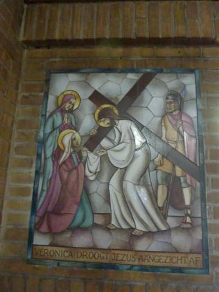 Lambert Lourijsen Zandvoort | Vierde statie van de kruisweg (1949) in de Agathakerk te Zandvoort. bvhh.nu 2014.