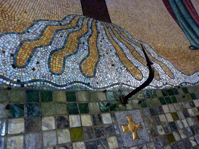 Lambert Lourijsen Zandvoort | Detail van de zeven watersprongen van de Calvariegroep (1928) in de Agathakerk te Zandvoort. bvhh.nu 2014.