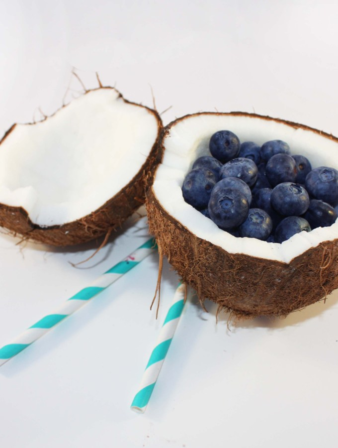 "Easy Nicecream and a ""How to open a coconut tutorial"" – Works a 100% !"