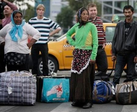 APTOPIX Romania France Gypsies