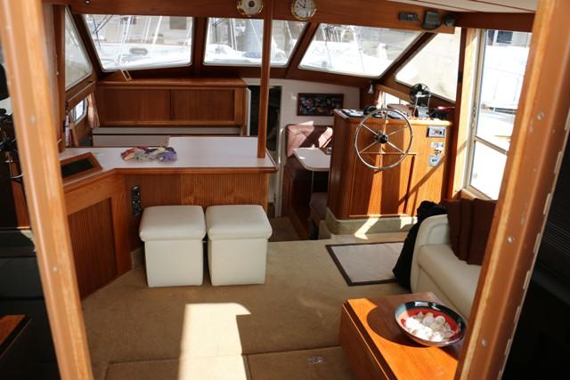 SOLD 44 Tollycraft Aft Cabin Motor Yacht 1989 Van Isle Marina