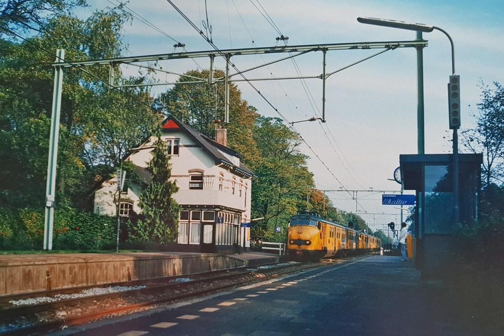 1280px Soestduinen_ _Station_23_oktober_1987_foto_van_foto