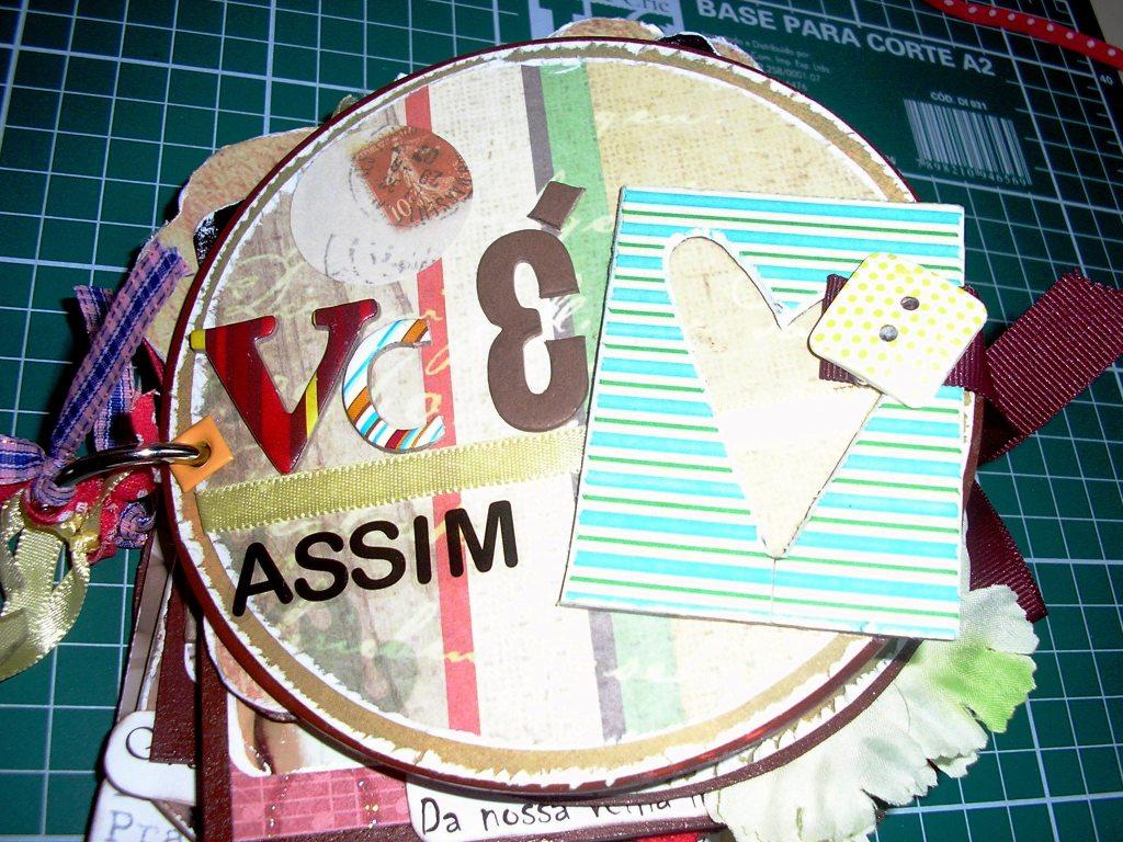Álbum circular com +- 12cm de diâmetro