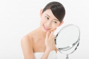 顔タイプ診断を受ける女性