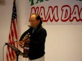 Chân Phương hát với harmonica và guitar