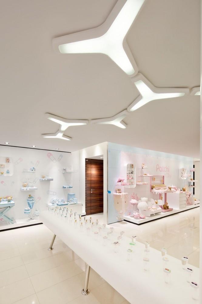 514a9856b3fc4b3f6c00003a_takhassussi-patchi-shop-lautrefabrique-architectes_takhassossi_057-666x1000