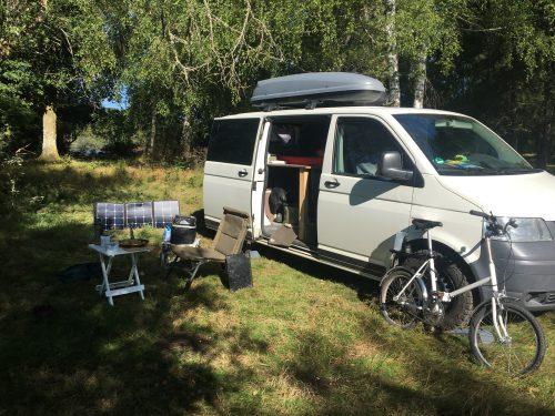 Vanlife auf einem verlassenem Campingplatz in Frankreich