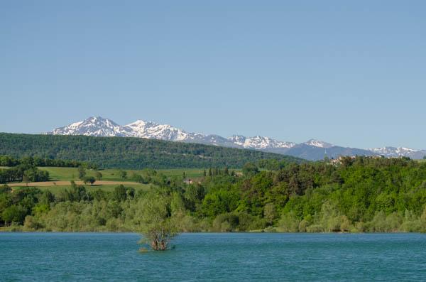 Karpfenangeln mit Blick auf die Pyrenäen