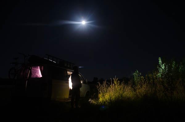 Nachtaufnahme vom Vanlife