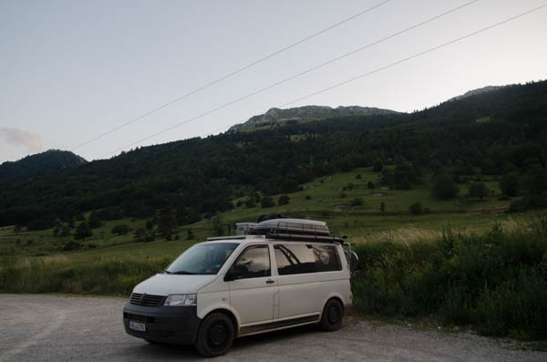 Campervan in den Alpen
