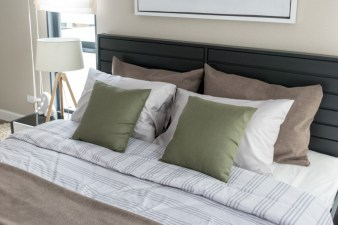 49-bed-pillow-arrangement