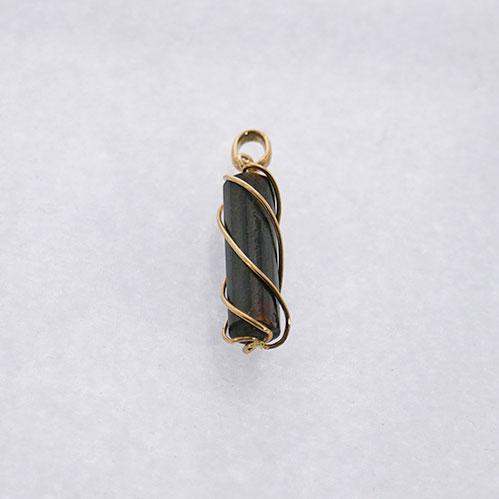 BLACK CORAL TWISTED PENDANT
