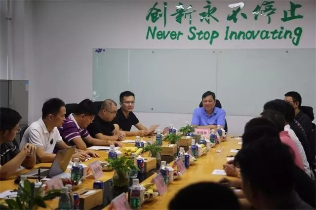 Yao Jide, Chairman of Hangsen Board of Directors, welcomed warmly Zhuang Xiaofeng, Chairman and CEO of LEAGOO Group