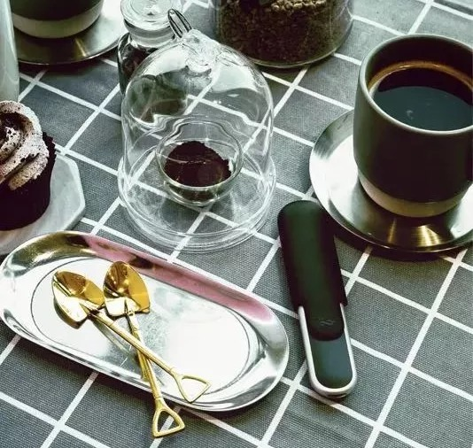 Coffee and electronic cigarette: Addiction and ritual sense in modern life
