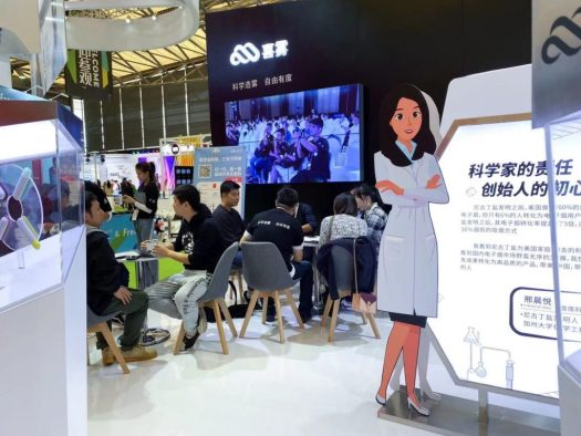 A dealer from Japan took out his notebook and made detailed notes during on-site communication, and established a preliminary cooperation relationship with Myst Labs.