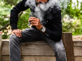 Will the history of Prohibition of Alcohol of electronic cigarettes offline repeat