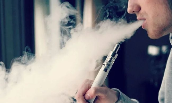 20,000 counterfeit e-cigarettes found and seized in a factory in Shenzhen