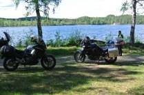 Stannade till vid Lillsjön för en liten fika. På skogsväg jag aldrig skulle hitta tillbaka till.