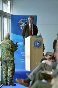 Jens Stoltenberg ávarpar þátttakendur í heræfingum NATO í Portúgal.